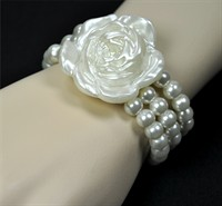 Perlen bracelet with rose